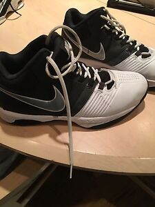 Boys Nike running shoes-sizes 8.5 & 9. Excellent condition!