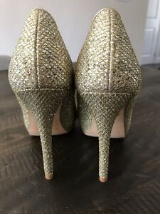 Badgley Mischka Gold and Silver Size 7 Heels