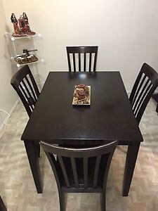 Dinning Table Set (very good condition)