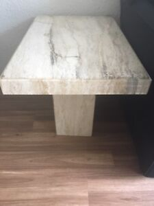 Tables en marbre x 2 / Marble side tables