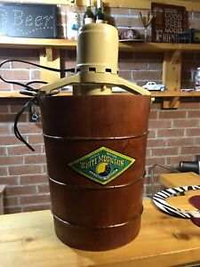 White Mountain 6qt Vintage Electric Ice Cream Machine