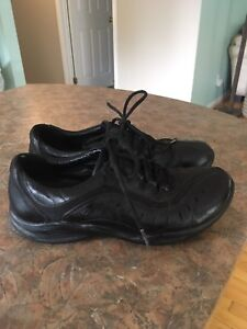 Clark's Ladies Shoes and Boots size 8-9