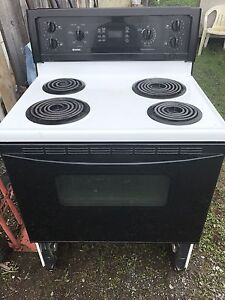 Black and white oven, works well