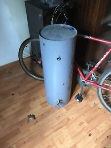 Water tank for pressure