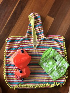 Swimming poncho & floaties
