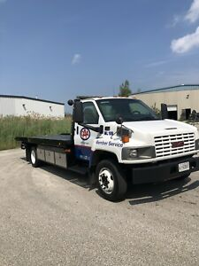 2004 GMC C5500 19ft flatbed tow truck.