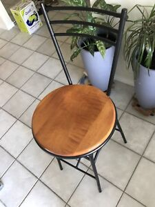 4 barstools 75$ each or $250 for all.