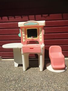 Little Tykes washing machine , salon, high chair