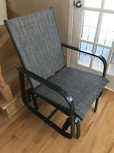 Chaise berçante grise neuve