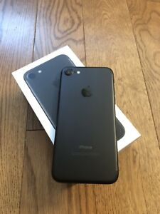 iPhone 7 32gb factory unlocked black matte mint condition 280$