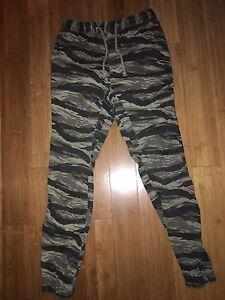Men's camo joggers size 28