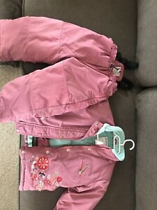 Free-3T girl snow suit. Zipper needs fixing