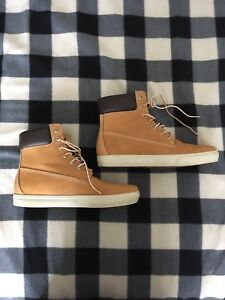 TIMBERLAND'S FOR SALE (NEAR NEW)