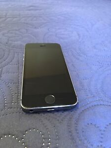 iPhone 5s - Slight scratches, works great
