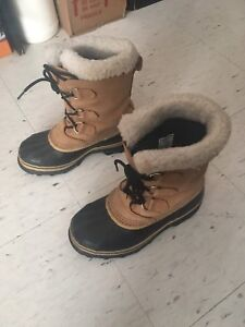 Sorel Youth Caribou in Buff size 6 women's 7.5 winter boots