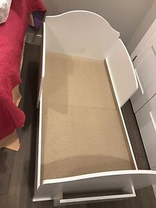 Toddler bed - Used less than a week