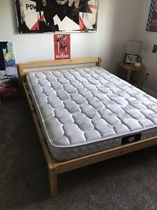 Full size - Bed frame and mattress