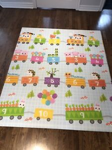 Play mat for babies / kids / toddlers