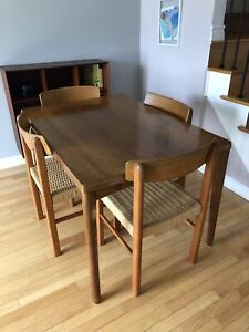 Mid Century Modern Designer Teak Dining Table & 4 Dining Chairs