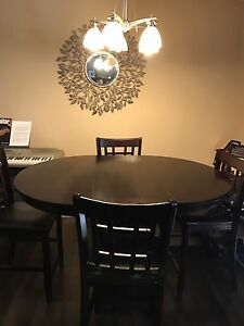 Dining Room Table w/ Four Bar Stool Chairs