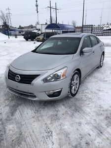 2014 Nissan Altima SV. Runs and drives great