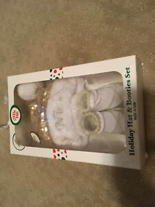 0-12 month holiday hat and bootie brand new!!