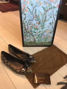 Authentic Gucci ladies flats size 40.5/size 10.5