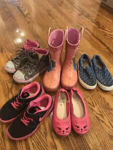 Girls size 12T and 13T shoes - $3