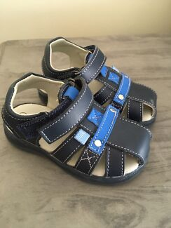 Brand new Grosbt sandals size 5 kids