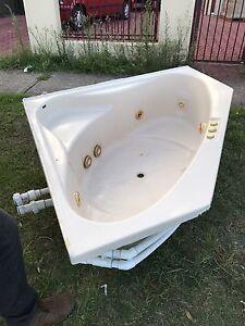 Free spa bath Moorebank Liverpool Area Preview