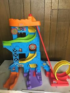 Toy race track