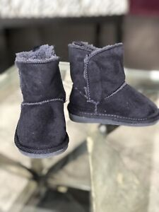 Baby ugg style boots- size 4 toddler shoes