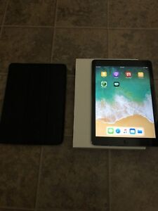 iPad Air 16gb with Wifi/Cellular (Box, SmartCase)