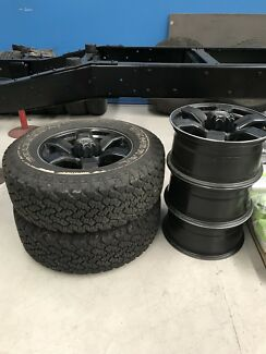 Toyota Hilux 17x8 PDW Wheels & Tyres