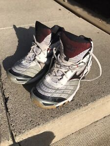 Size 9 Mizuno volleyball / court shoes