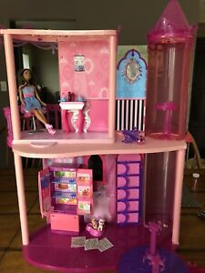 Barbie Glam Fashion House