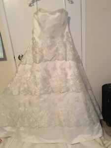 Never worn Maggie Sottero size 20 wedding dress