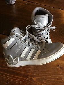 Youth size 5 Adidas shoes