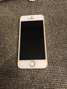 iPhone 5S. 16 gb gold Rogers mint