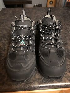 Women's steel toe sneaker/boot