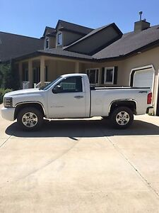 PRICE REDUCTION**** Chevy Silverado 1500 (Low Km's) 2011