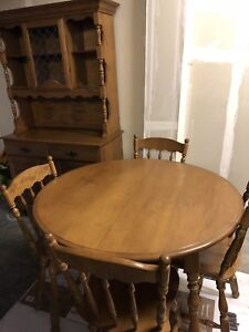 Kitchener Area Dining Set