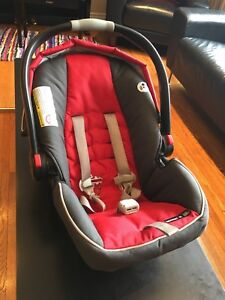 Car seat and base:Graco snugride 35 click connect