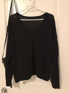 Aritzia black long sleeve tip