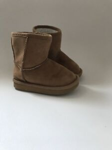 Old navy Size 5 (Uggs Look) Boots