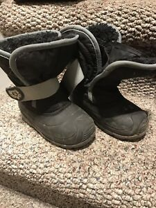 Toddler boys size 8 winter boots