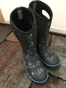 girls Bogs boots size 2