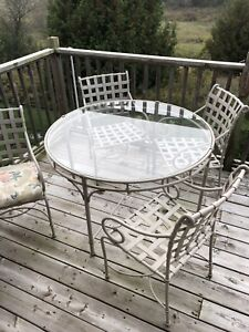 Patio furniture set. Indoor outdoor. Table and 4 chairs