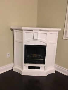 WHITE WOOD ELECTRIC FIREPLACE