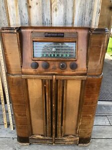 RCA VICTOR ANTIQUE SHORTWAVE RADIO